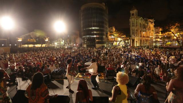 Prefeitura do Recife estuda mudanças no carnaval de 2018 e antecipar cultura popular