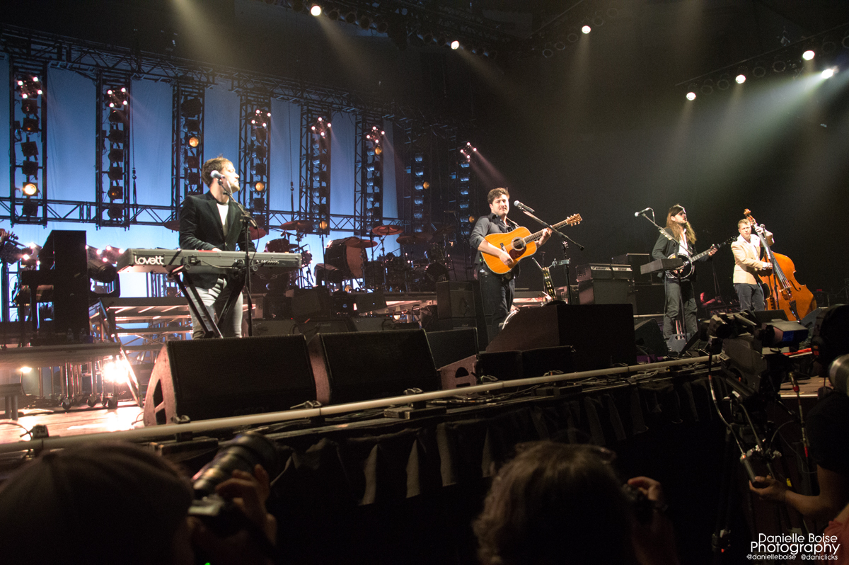 <div>Mumford &amp; Sons forced to postpone tour dates over 'groundbreaking' stage design.</div>