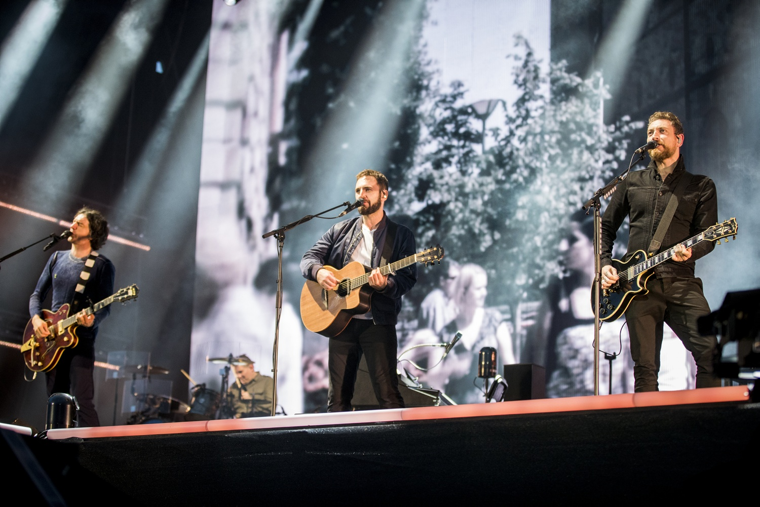 <div>Snow Patrol cancel gigs as guitarist 'loses power of hand'</div>