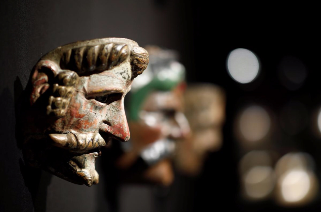 <div>French auctioneer defies Mexico with sale of pre-Columbian artifacts.</div>